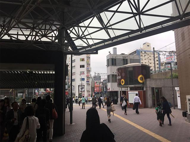 JR恵比寿駅西口または日比谷線恵比寿駅1番出口でます。
